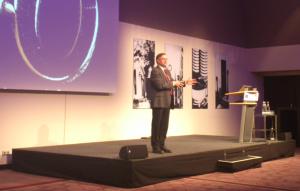 Gunter Dueck plädierte auf der IT-Defense in München für mehr Professionalität im Dienstleistungsbereich. Bild: Dr. Wilhelm Greiner