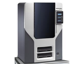 3D-Drucker - im Bild ein Gerät von Stratasys - können dreidimensionale Objekte aus verschiedenen Materialien nach Bedarf herstellen, zum Beispiel Fahrradhelme, was alle praktisch finden, oder Handfeuerwaffen, was nur einige praktisch finden. Bild: Stratasys